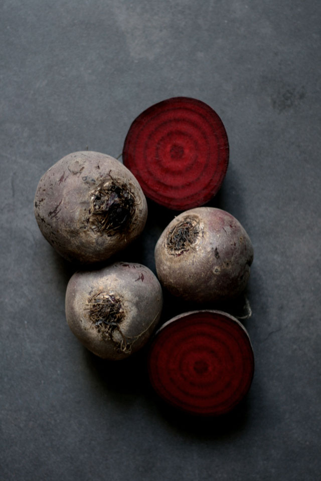 Bietensoep met linzen, gorgonzola & dille