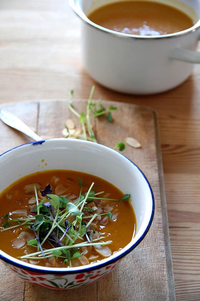 Pompoensoep met curry en kokosmelk