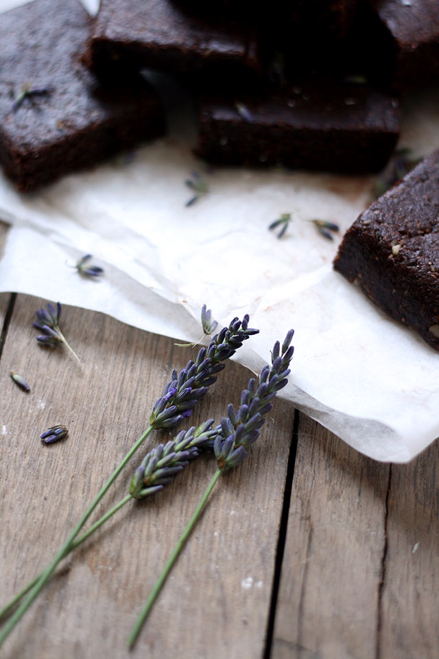 Raw lavendel brownies | Yellow lemon tree