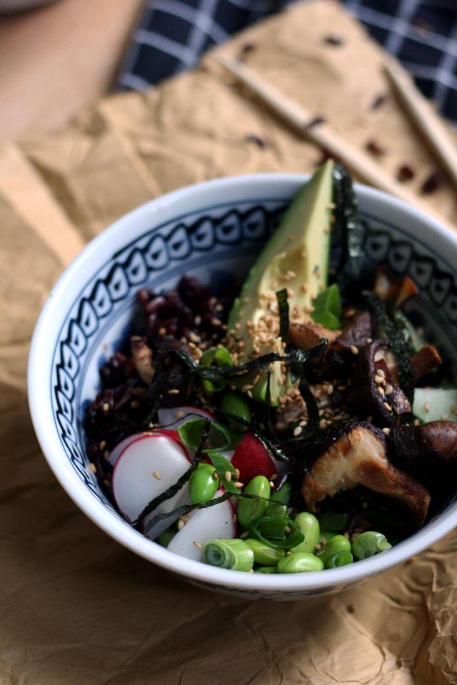 Detox proof black rice sushi veggie bowl | Yellow lemon tree