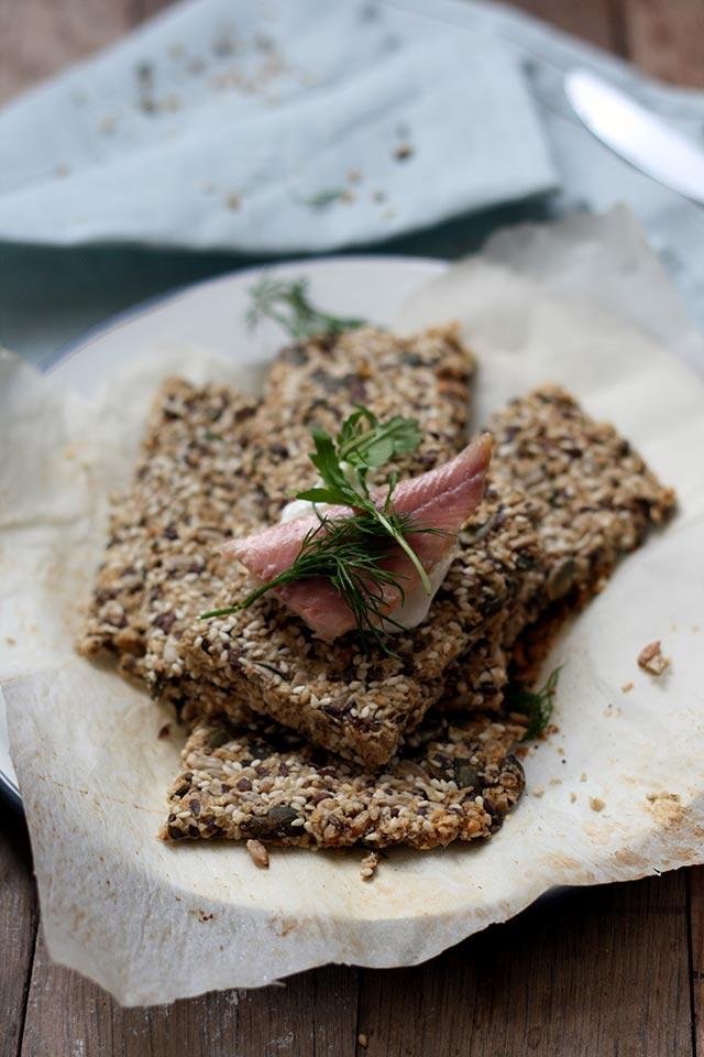 Glutenvrij knackebrod met zaten en pitten