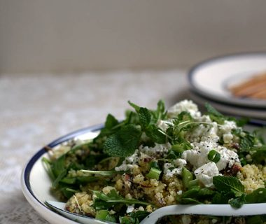 Couscous salade met feta, sardines, koriander en munt
