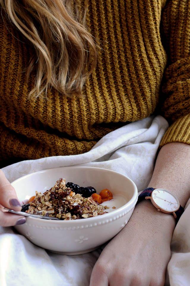 Granola van quinoa, boekweit, amandel en dadels