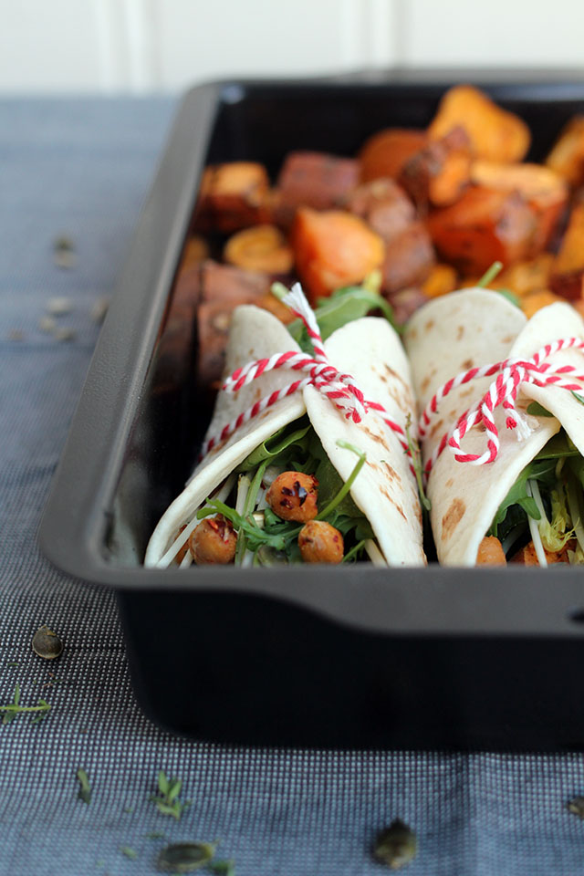 Vegetarische wraps met zoete aardappel, spicy kikkererwten en hummus