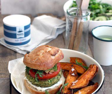 Courgetteburger met feta, avocado en verse kruiden