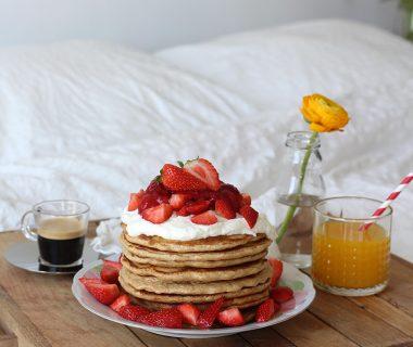 Strawberry shortcake pancakes: aardbeien pancakes met Griekse yoghurt