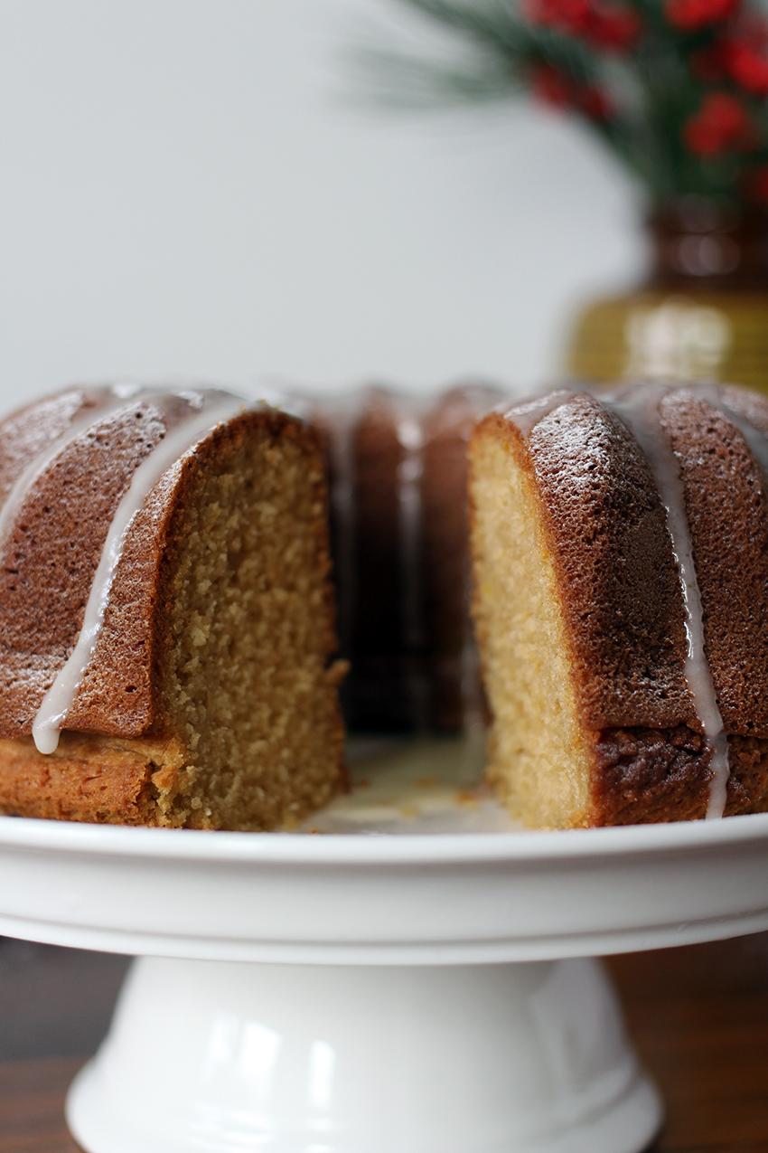 Kerst tulband cake recept met sinaasappel en amandelmeel