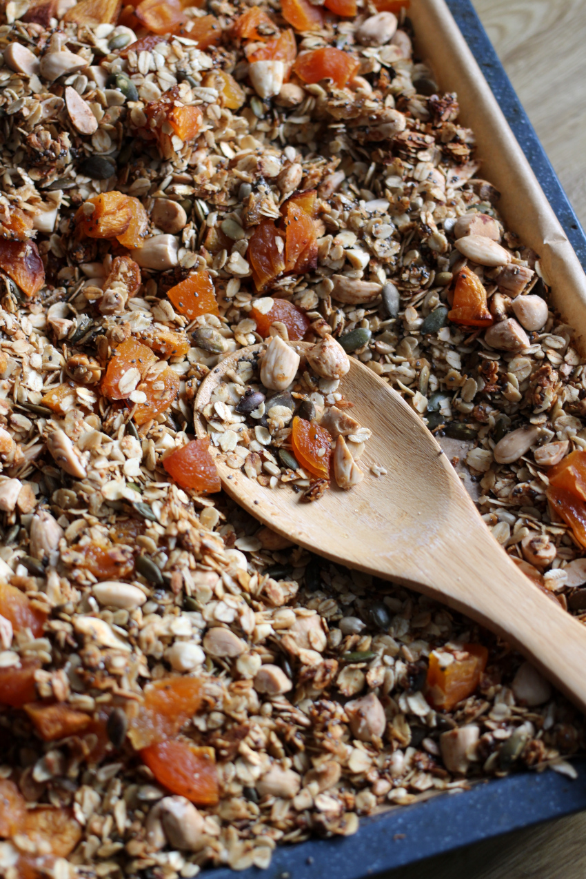 Granola met abrikozen en gember